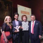 Leonardo Di Chiara ritira il Premio Regula - sezione Giovani Talenti per l'Architettura. Nella foto l'editore Riccardo Dell'Anna, ideatore del Premio Regula, Anna D'Eusanio e Daniela di Loreto.